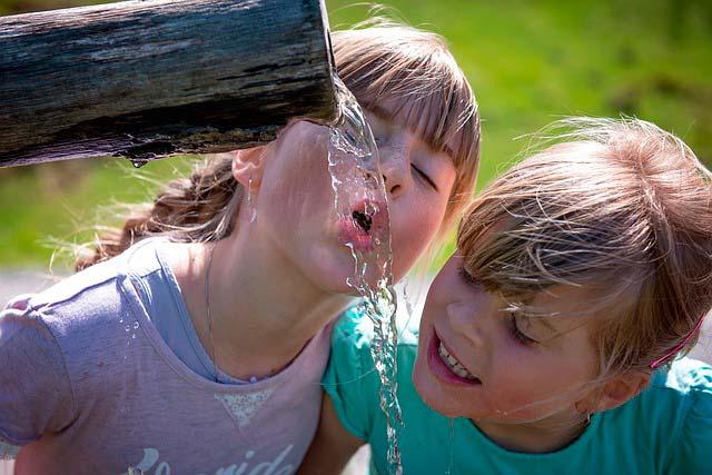 agua al bebé