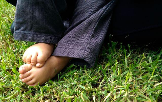 andar descalzo evita el resfriado