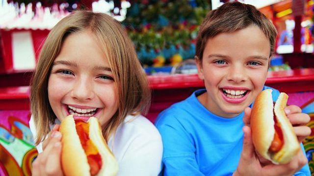 es saludable que los niños coman salchichas