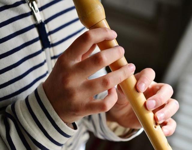 manualidades para niños flauta de caña