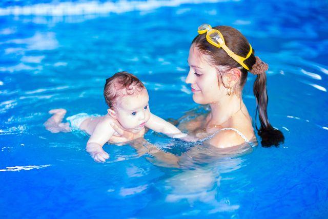 matronatación clases de natación para bebes padres y madres