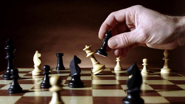 ajedrez juego de mesa en familia