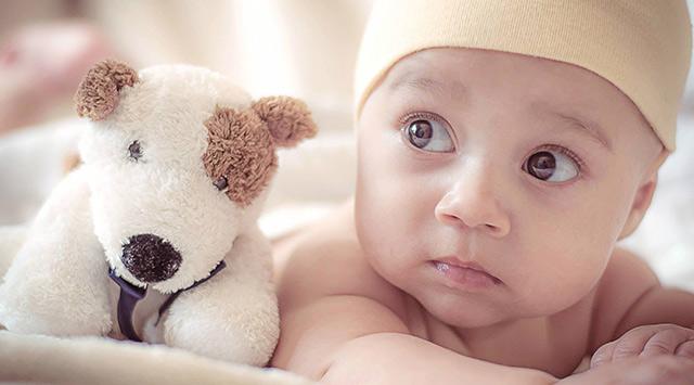 ¿Por qué los bebés tienen los ojos grises?