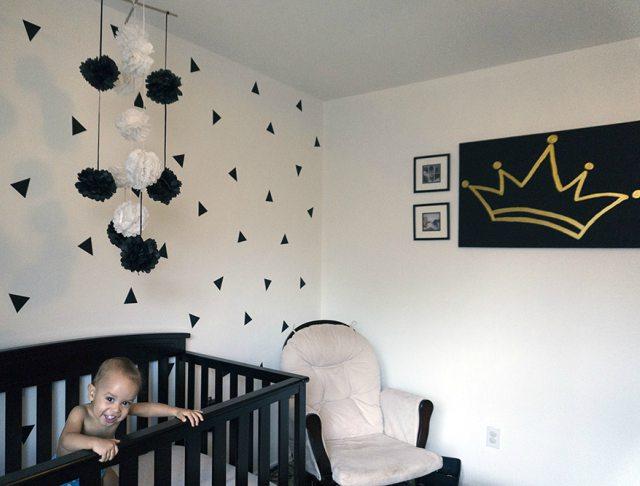 Habitación del bebé con poco dinero.