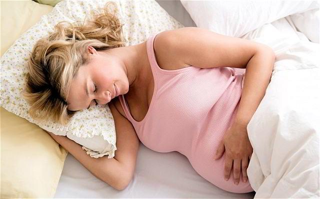 las mujeres embarazadas roncan durante el embarazo