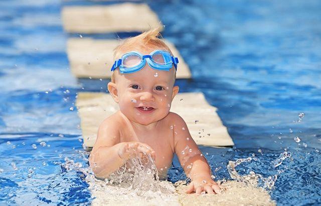 riesgos de natación para bebés