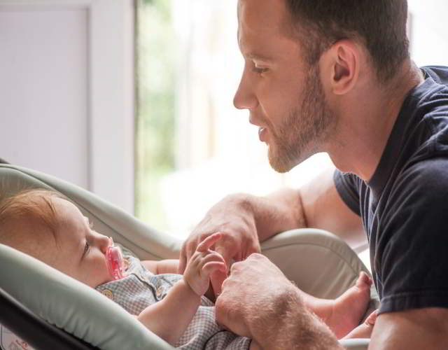Cómo conectan los papás con bebés