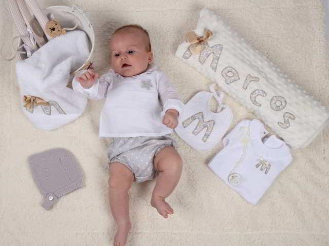 Ropa para vestir al bebé recién nacido