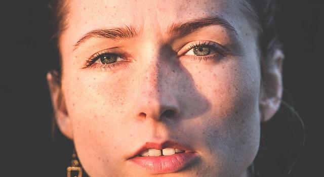 Cómo prevenir manchas en la cara