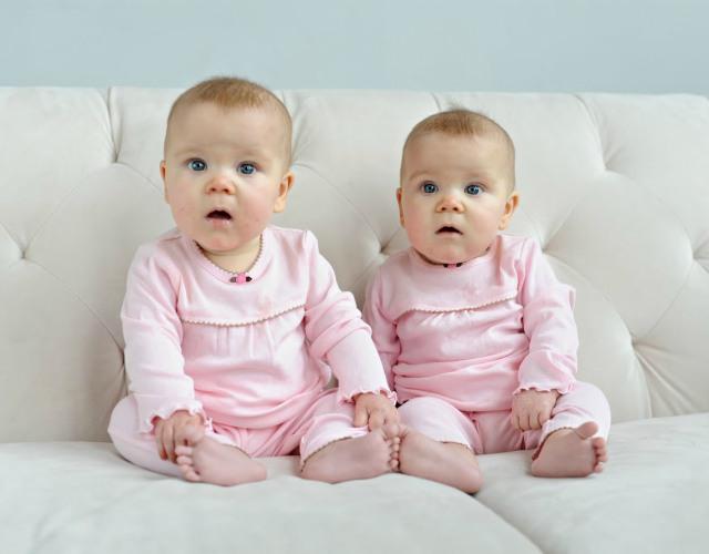 Tener gemelos