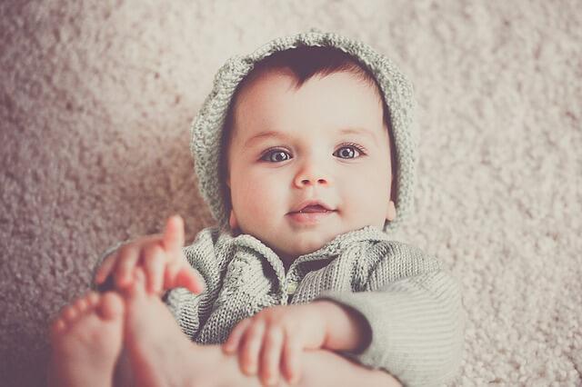 estimular bebé de un mes