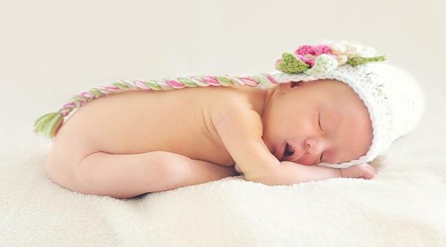 Bebé de 1 mes recién nacido