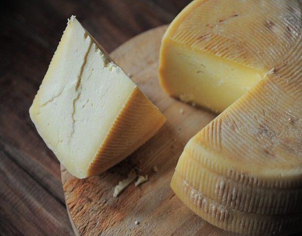 Los quesos que sí puedes comer en el embarazo