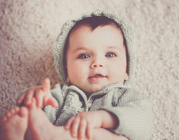 Señales para identificar a un bebé feliz