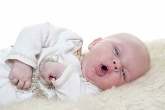 como combatir la tos en los bebés