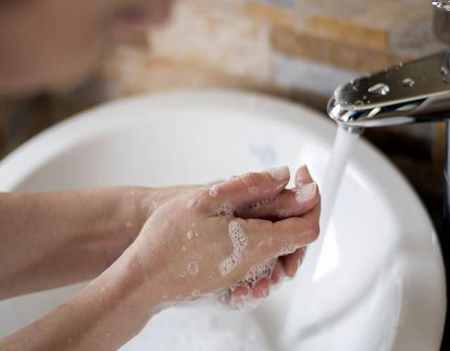 lavarse las manos para evitar la Listeriosis en el embarazo