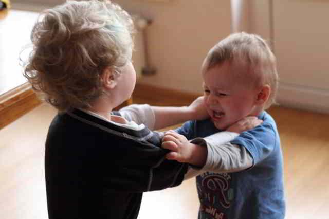 pegar,morder, conductas agresiva en niños y niñas