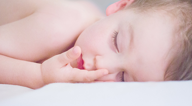 Qué hacer si tu bebé ronca al dormir
