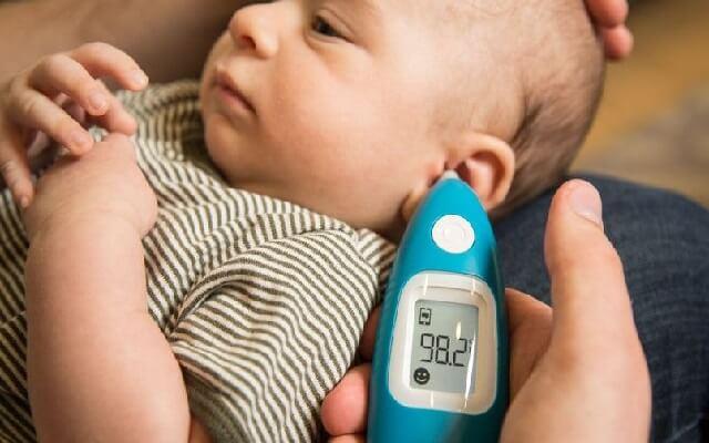 Cómo colocar el termómetro al niño
