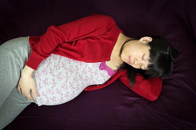 dormir embarazada