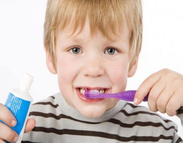 cepillos de dientes para niños y cremas dentales