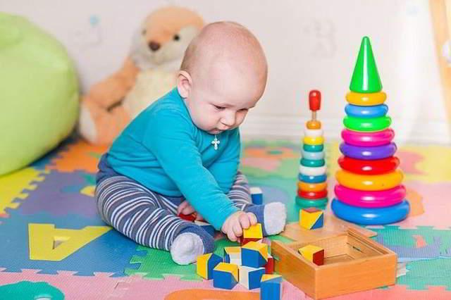 juguetes peligrosos para bebés