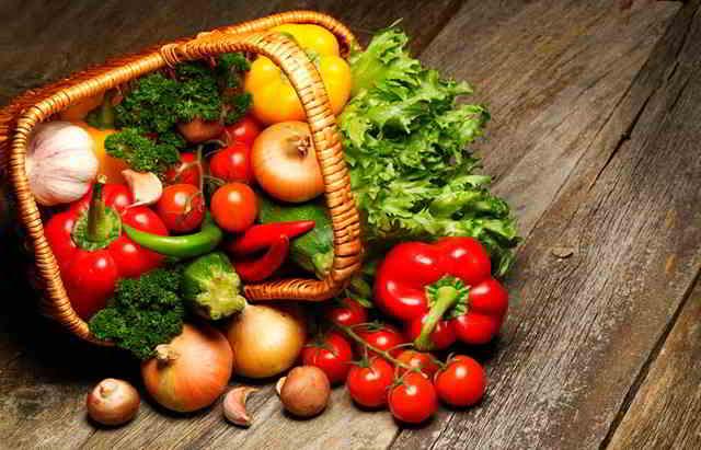 vegetales crudo alimentos no seguros para tu bebé