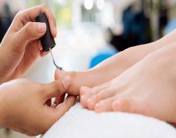 Pintarse las uñas de los pies en el embarazo 2