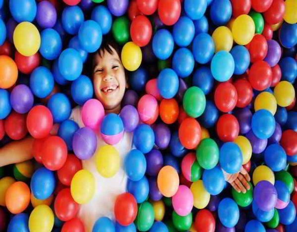 beneficios de las piscinas de bolas para niños 2