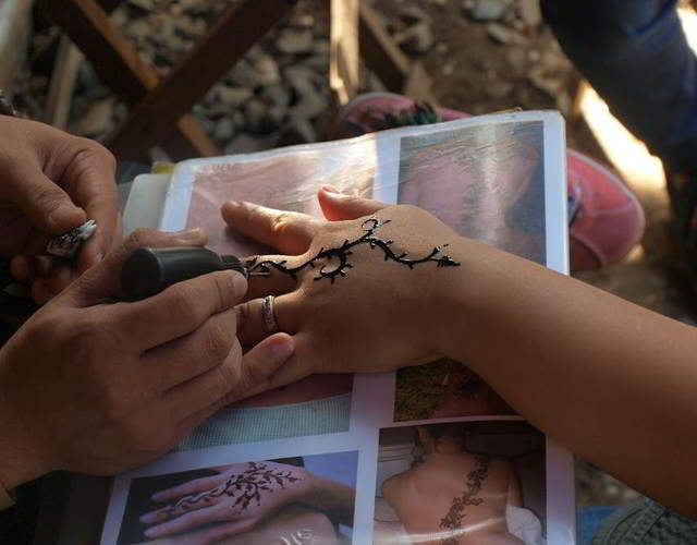 los riesgos de los tatuajes de henna para niños 2
