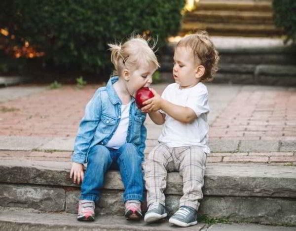 20 ejemplos para enseñar generosidad a los niños