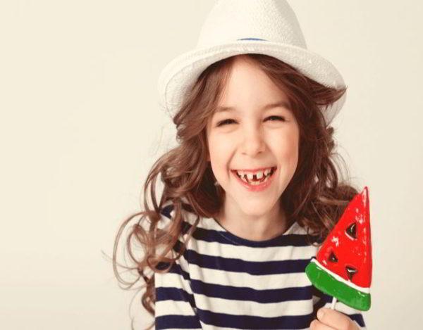 por qué salen los dientes separados