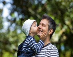enseñar a besar a tu bebé
