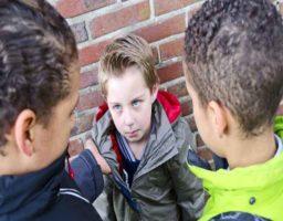Enseñar a los niños a defenderse sin violencia