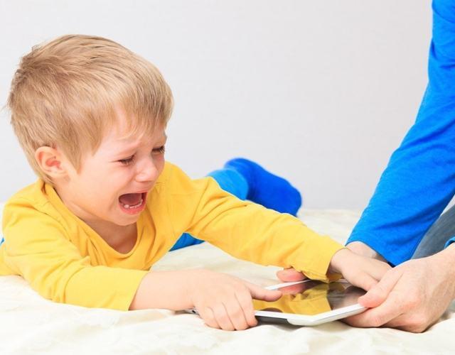 Chantaje emocional contra los niños