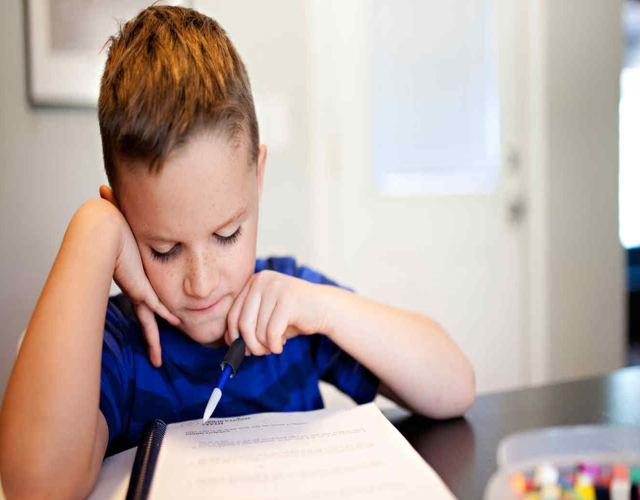 Cómo trabajar la velocidad lectora de los niños usar el dedo o boligrafo para leer