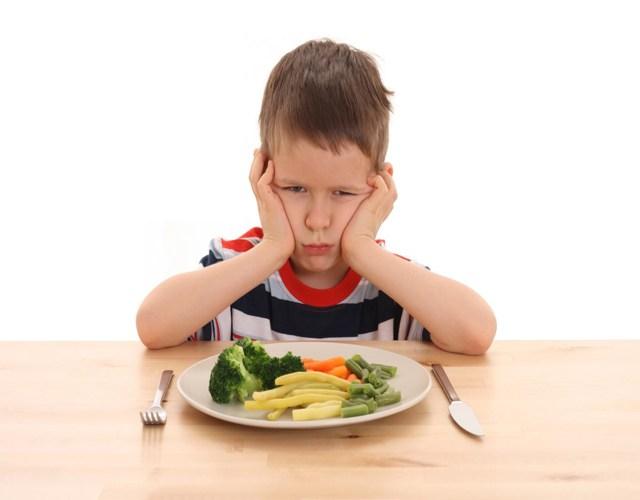Como enseñar a comer correctamente a tu hijo