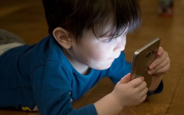 evitar que los hijos sean adictos al móvil