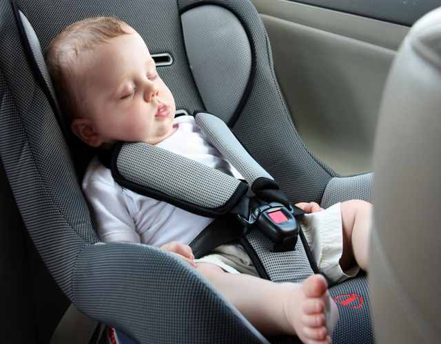 Consejos para que no llora el bebé en la sillita del coche