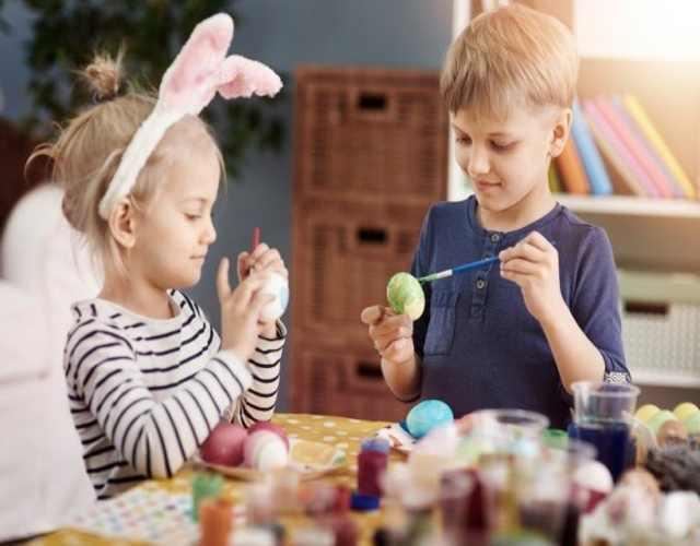 Disfrutar la pascua con los niños en el hogar
