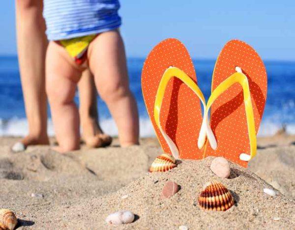 Qué llevar a la playa con tu niño pequeño