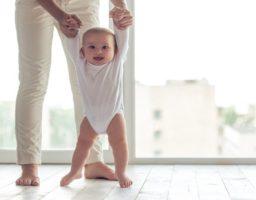 Reflejo de la marcha en bebés