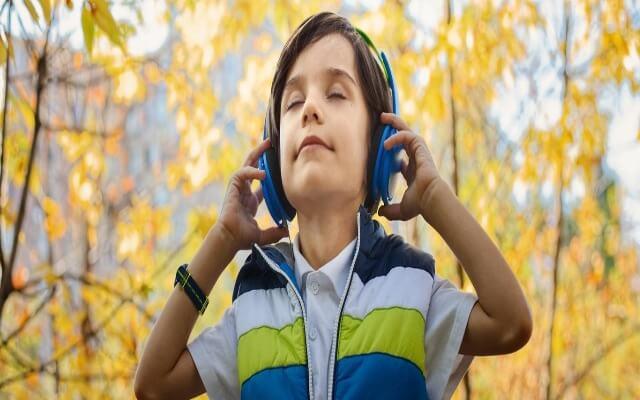 uso de auriculares en los niños