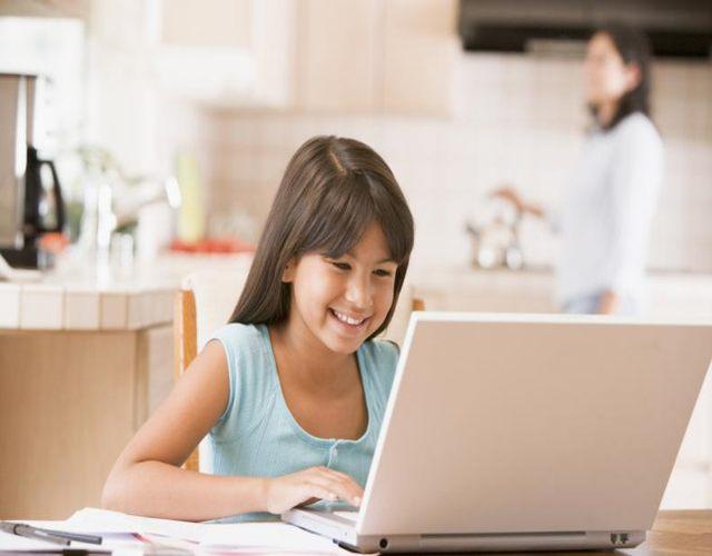 Cuándo enseñar a usar el ordenador a los niños
