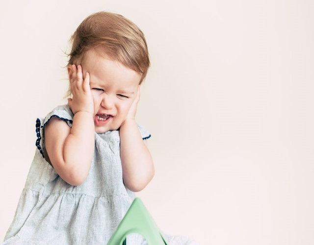 Hipoacusia en bebés síntomas