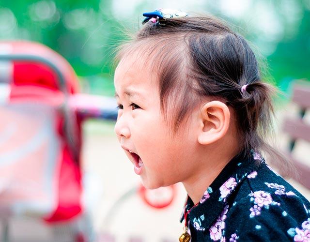 Cómo corregir a los niños que insultan