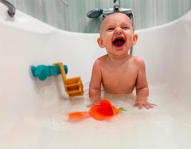 El miedo repentino al baño del bebé